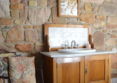 Trestrail Cottage bathroom.